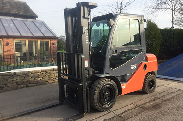 Fork lift truck sales