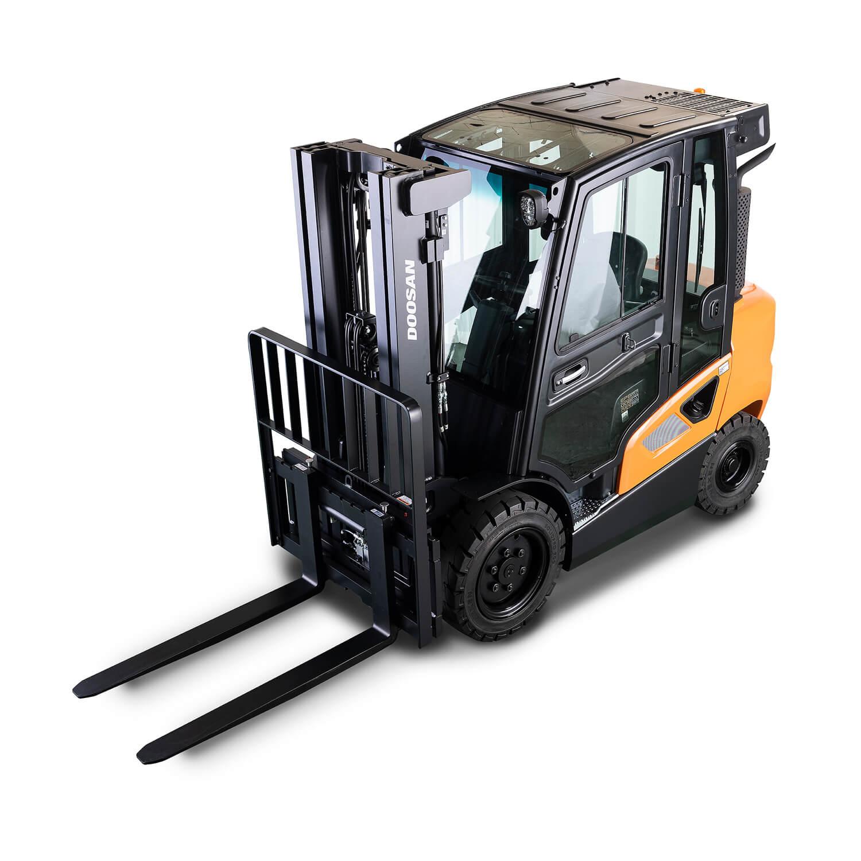Overview shot of Doosan 9-Series 3.5 – 5.5 Tonne Forklift