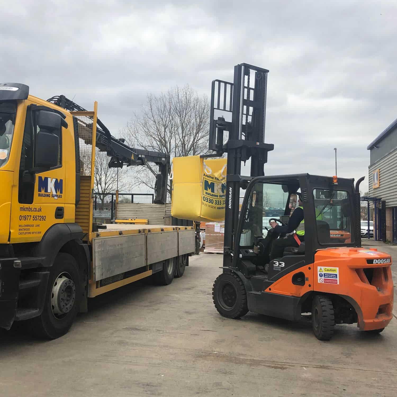 Doosan 9-Series Forklift Truck - Loading HGV